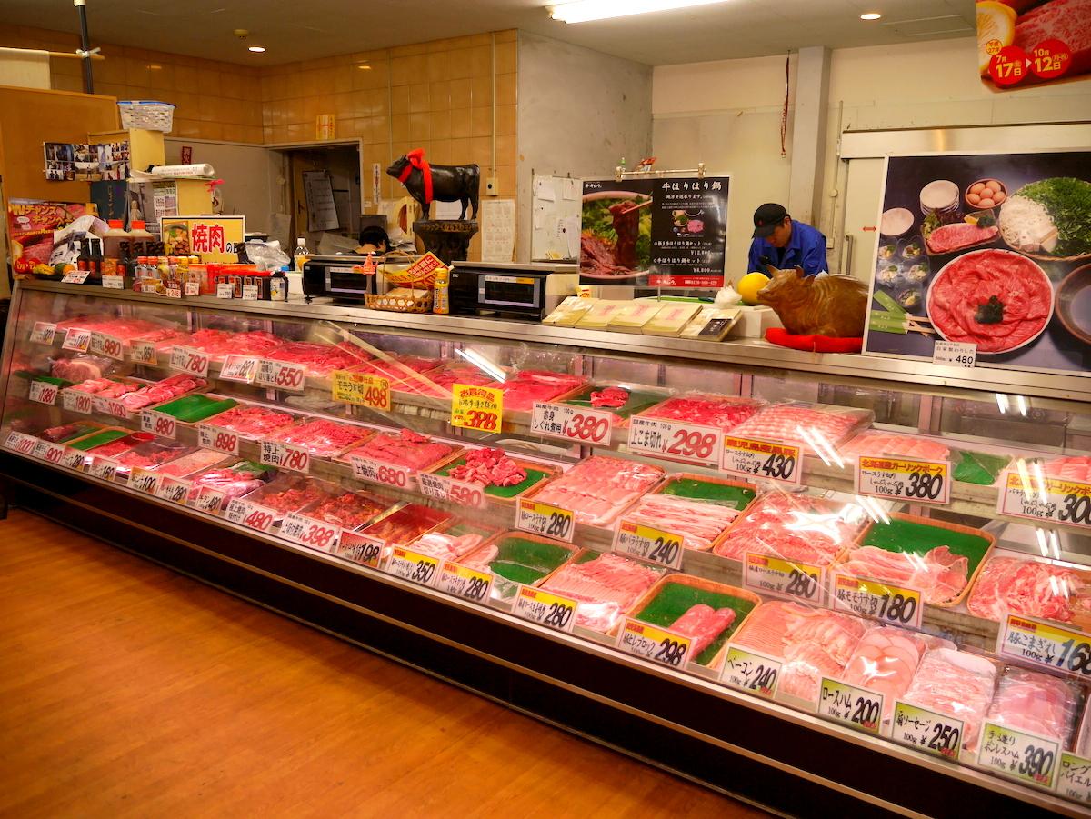 お店の奥には、美味しそうな牛肉がずらり