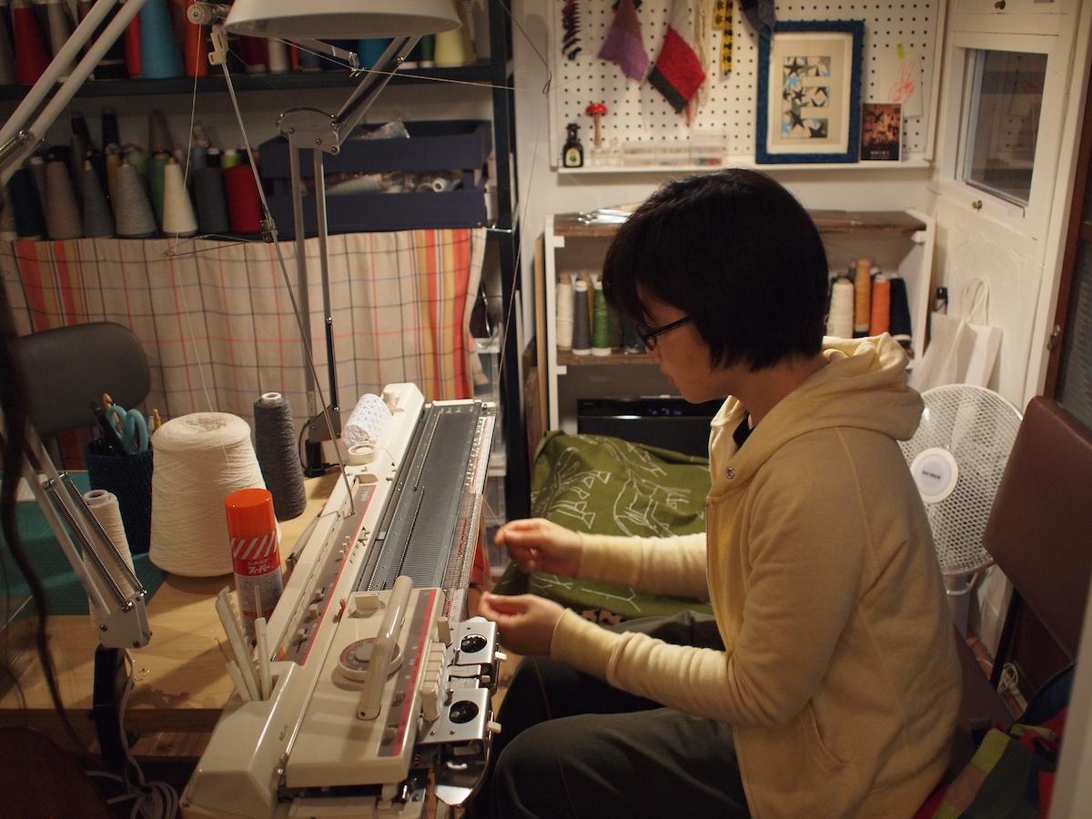 機械編みを実演していただきました
